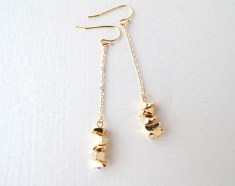 Gold dangle earrings with light gold chain and small gold pebbles!  Yumistar UK seller