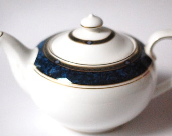 Royal Doulton  Teapot with Lid English fine bone china  white Stanwyck  H5212