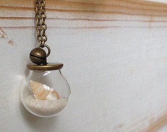 Sand and sea shell necklace