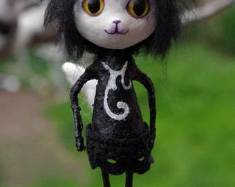 "OOAK gothic doll ""Siouxsie, the gothic cat"". Paper mache and paper clay doll. Wooden hand decorated personalized box."