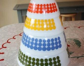 Vintage Pyrex Dots 4-Piece Set, Mixing Bowls, Nesting Bowls