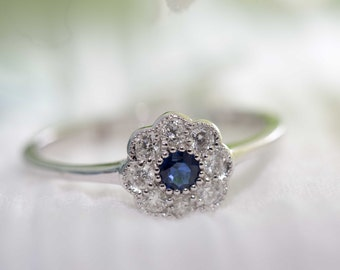 Victorian style daisy cluster Sapphire and diamond ring/ Daisy Ring/ Sapphire Diamond Ring/ Flower Ring/ Wedding/ Engagement