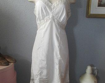 1950's  Canadian ' Maid ' By Toronto Petticoat Full Slip Size 38 Ivory