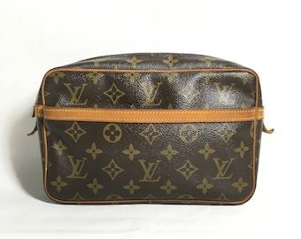 Authentic Louis Vuitton purse. Louis Vuitton Cosmetic pouch. Louis Vuitton bag. Louis Vuitton Monogram pouch. Louis Vuitton toilette