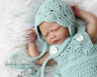 Crochet Pattern, Crochet Baby Hat Pattern, Baby Girl Hat Pattern,Crochet Hat Pattern, Lacy Hat Pattern in Sizes 0-6 Mos and 6-12 Mos