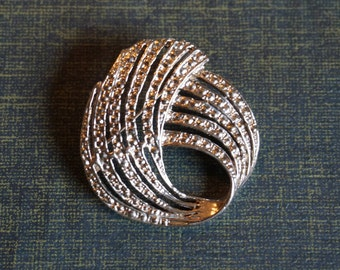 Silver Tone Brooch/Pin/ Beautiful Ladies Brooch