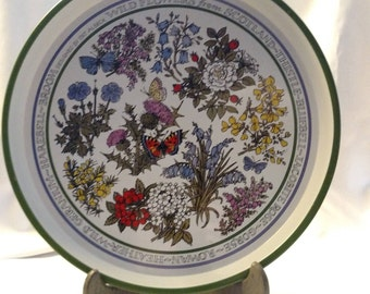 Vintage Tin Tray Designed by Pat Albeck  - Wildflowers from Scotland - 1970s Round Tin Tray - Tin Serving Tray - Floral Summer Tray