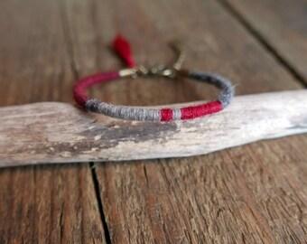 Cadeau pour elle/ Bracelet jonc boho/ Bracelet femme ethnique/ Bracelet rouge/ Cadeau fête des mères/ Boho/ Bracelet tissé/ Pompon de soie