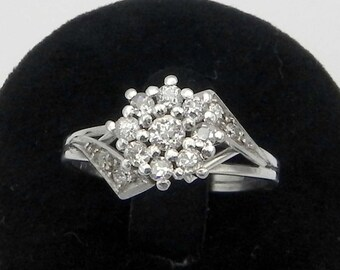 Beautiful rosette ring in Platinum and Diamonds ring antique diamond rosette