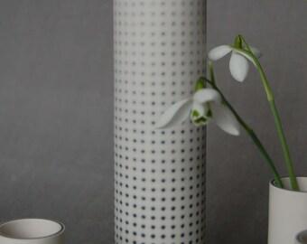 Blurred dot vase