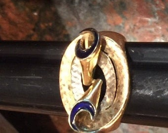Fluted, Engraved and Enameled 18K Ring