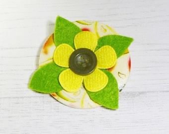 Yellow floral brooch, yellow flower brooch, button brooch, daisy brooch