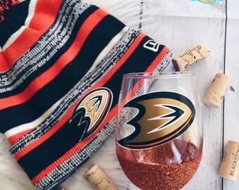 NHL//Anaheim Ducks//Glitter Dipped//Wine Glass//Wine Lover//Hockey//Drop Your Gloves