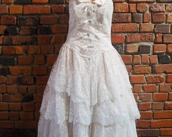 Women's 80s Pale Pink And White Lace Strapless Midi Evening Party Prom Dress With Tiered Ruffle Skirt And Bows And Pearls Size 13 14