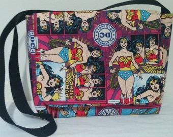 WONDER WOMEN Medium messenger bag/shoulder purse
