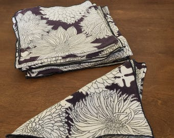 Set of 8 Linen Blue and White Printed Napkins