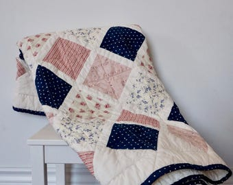 Quilted baby blanket, vintage look - Romantic