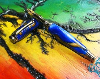 Resin fountain pen pearlescent shade bleu white & gold handmade -