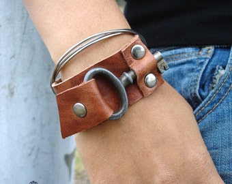 Whiskey Leather Cuff with Rustic Vintage Key - Rust Steampunk Snap Cuff Leather Bracelet