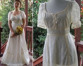 White LILY 1970's Vintage Prairie Country Dress with Floral Lace + Laced Corset Front // size Medium // Gunne Sax Style