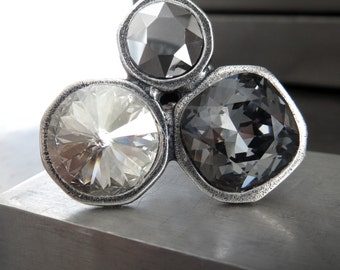 Large Trio Crystal Cocktail Ring, Three Swarovski Crystals in Silver Grey Gray Black, Monochromatic Statement Ring, Modern Silver Cast Ring