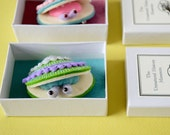 Little Clam Brooch with Box #3 (matcha) - sea creature felt miniature plush pin biology nature ocean toy moss green gift