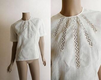 Vintage 1940s Blouse - White Linen Teardrop Lace Cut Out Blouse Top - Classy Short Sleeve - Medium