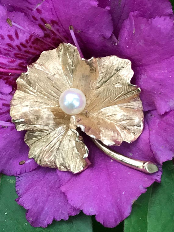 14K Gold and Pearl Leaf Brooch (11.9 grams)