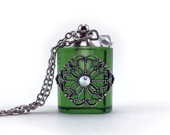 Green Glass Filigree, Essential Oil Necklace, Diffuser Pendant, Aromatherapy Jewelry, Perfume Bottle, Diffuser Necklace, Swarovski Elements