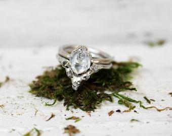 Alternative Engagement Ring / Unique Engagement Ring / Raw Diamond Wedding Band Set / Bohemian Wedding Rings / Raw Stone Engagement Ring