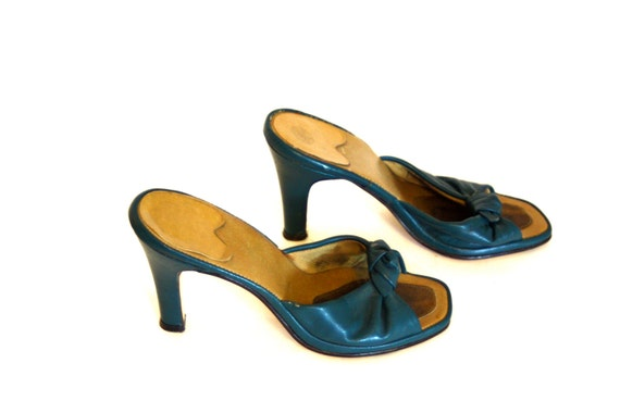 Vintage 60s Teal Leather Mules Blue-Green PENALJO Sandal Slip Ons Twist Strap Top Knot Slip Slide High Heel Pumps Mad Men 1960s Kitten Heels