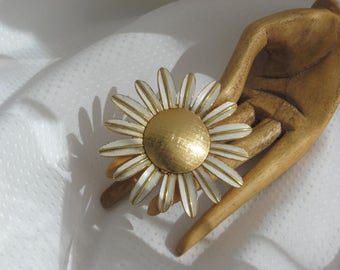 Avon 60s Glace' Locket Brooch Vintage Daisy Signed Jewelry