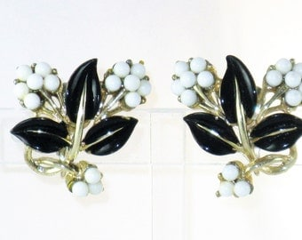 Vintage Coro Black and White Glass Bead and Enamel Floral Earrings  (E-1-4)