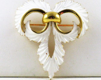 Vintage Crown Trifari White Enamel Gold Tone Brooch Pin (B-3-1)