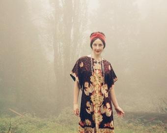 Size Medium... 1970s Batik Maxi Caftan... 70s Vintage... Balinese Kaftan
