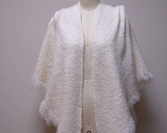 VINTAGE Irish Ivory Handmade Handwoven Shawl Cape Capelet Wrap Size O/S