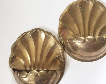 pair of brass shell wall pocket planter / hollywood regency / flower pot