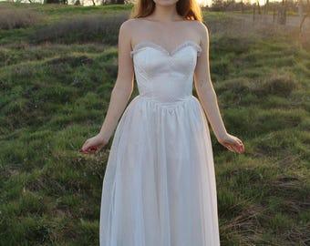 FIREFLY Vintage 1970's Strapless Wedding Gown Bridal Cream Princess Cut Sparkling Swiss Dot Tulle Gunne Sax