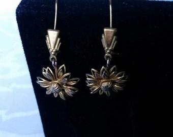Gold Tone Daisy Earrings, Vintage Daisy Earrings, Daisy Jewelry