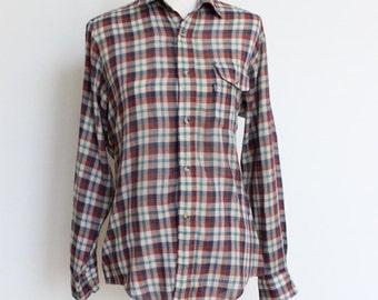 SALE Vintage Plaid Levis Shirt // Soft Thin Plaid Shirt // Boyfriend Plaid Shirt