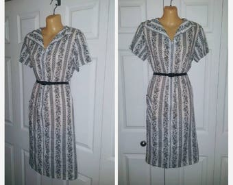 All Work No Play..... Vintage 60s zip front day dress house / housewife lounge / floral black white shift / M L
