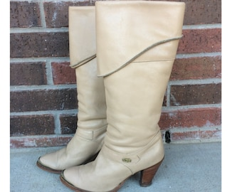 rare vtg 70s TALL otk nude leather DINGO BOOTS heels 7 cowboy rockabilly boho hippie rocker nuetral womens
