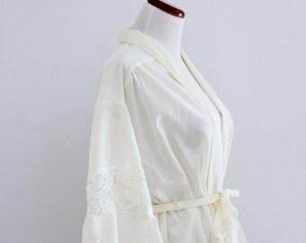 1970s Miss Dior Short Robe Cream Lace Panels Floral Lingerie Wedding Night Womens Vintage Medium