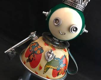 Queen of Hearts Bot - found object robot sculpture assemblage by Cheri Kudja with Bitti Bots