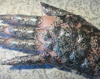 Witch's Lace Gauntlet