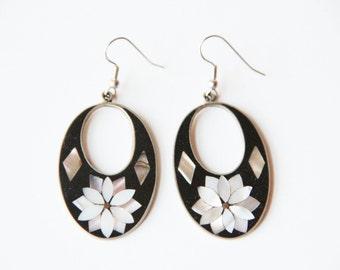 Alpaca silver Abalone shell earrings | Black enamel earrings | Silver earrings |