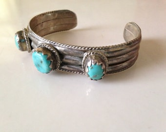 Sale Native American STERLING and Turquoise Southwestern cuff bracelet