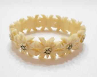 Vintage Celluloid Flower Stretch Bracelet (4078) Pretty!