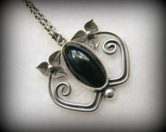 Vintage ART NOUVEAU Sterling and Black Onyx Floral Necklace -- Hallmarked Edinburgh, Scotland, 1984, Excellent Condition