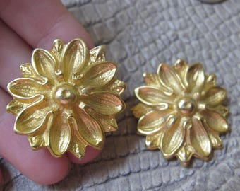 BLUETTE FRANCE Classic Gold Tone Flower Shoe Clips. Jewels 4 Shoes. Made in France. Goddess Gold Classic Shoe Dress Up Fashion. French Clips